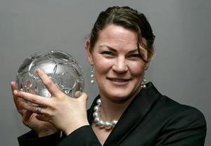 Caroline Jönsson har utsetts till både årets målvakt och årets fotbollspersonlighet. Nu fyller hon 35 år.