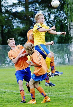 Mattias Wretling går på Idrottsgymnasiet i Bollnäs. Under helgen finns han med i handikapplandslaget i fotboll som har träningsläger i Bollnäs.
