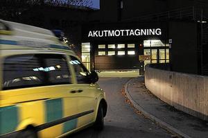 Missbruk. Om en person med nageltrång kräver att få åka ambulans, blir ambulansen upptagen. Då kan den inte åka till en trafikolycka eller till en person med andnöd. Arkivbild: Leif R Jansson/Scanpix