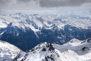Nu går det att åka zip line på hiskeligt hög höjd - i Val Thorens.