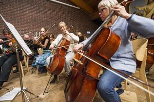 Örnsköldsviks Musiksällskap både repeterar och uppträder i Nolan. I veckan har de arbetat för att planera om schemat. Helgens konsert har flyttats till EFS lokaler.