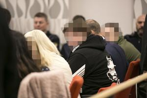 Tre av de åtalade i mordrättegången.