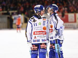 Försvararna Tobias Backman och Martin Johansson har att fundera på inför fortsättningen av semifinalserien.