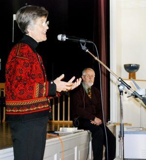 Lärorikt. Ulla Petersens föreläsning handlade till stor del om hur man bemöter en demensjuk, hur viktigt det är att få han eller henne att känna sig behövd. Anders Westius pratade om hur patienters självbild påverkas av demensjukdom.