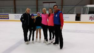 Strands Linda Faller, Emma Ring, Signe Broberg, Klara Larsson, Alina Karlsson tillsammans med den tidigare världsmästaren Maurizio Margaglio.