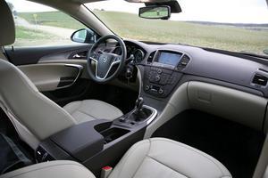 Opel har lyft kvalitetskänslan flera snäpp från föregångaren Vectra, vilket märks mest på insidan.Foto: Rolf Gildenlöw