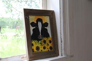 Sonja From tycker särskilt mycket om kor vilket syns i hennes måleri.