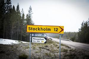 Drygt en mil till Stockholm. Ja det är det från vägen mellan Lillhärdal och Lövnäsvallen.