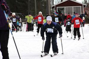 36 barn kom i år till start och Sportlovsloppet vid Kygelvallen i Knåda. Det är tredje året som Edsbyns skidklubb arrangerar loppet som även är avslutning på skidskolan.