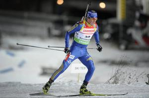 Fredrik Lindström åkte i mål och tog in Sverige på en åttondeplats i mixedstafetten i Östersund.