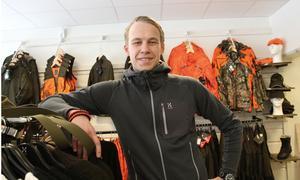 Max Lundberg kommer inledningsvis att arbeta i jaktbutiken som öppnar igen i Sollefteå.