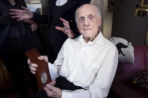 Peder Rotvold fick 2016 ta emot Righteous Among the Nations. Utmärkelsen delar Israel ut till personer som inte är judar och som med risk för sitt liv räddade judar undan nazisterna. Hittills har  ett fåtal svenskar fått ta emot den hedervärda utmärkelsen. Den kändaste är Raoul Wallenberg. VLT var med vid utdelningen.