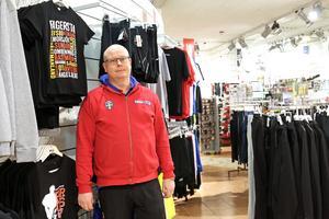Niclas Gustafsson, butikschef på Intersport i Fagersta förklarar nedläggningen med att butiksdelen gått i förlust flera år.