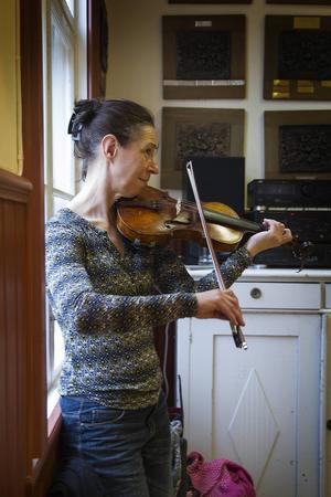 Annette Gabrielsson ackompanjerade på fiol.