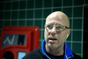 Genom sitt sociala engagemang vill Fredrik Olsson hedra sonen som omkom för snart två år sedan.