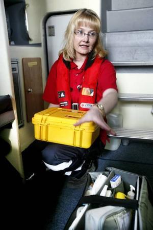 Ombord finns sjukvårdsutrustning som Ullrica Alderback och de andra besättningsmännen lärt sig hantera under vintern.