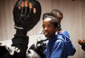 Yahye Abdullahi drillas av boxningstränaren Ismail Taki.