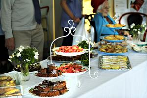 Tiotalet hemmabakade kakor serverades dagen till ära.