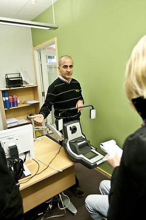 """– Att Skatteverket utfärdar ID-kort med texten """"Kan inte underteckna"""" är inte ovanligt, säger handläggaren Honar Dilan."""