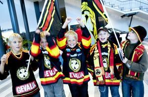 Supportrar. Hampus Bauman, Erik Wiklund, Charlie Westby, Martin Sparr och David Wallin var alla glad inför årets premiär i Läkerol Arena.