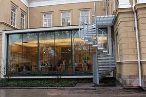 Svartbygge. Bygglov borde aldrig ha givits för tillbyggnaderna vid Rudbeckianska gymnasiet anser såväl länsrätt som kammarrätt och regeringsrätten.