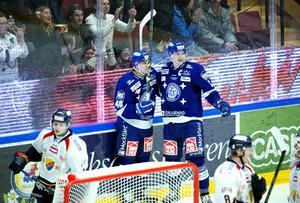 Tomi Sallinen och Johan Ryno jublar efter Leksands 2–1-mål.