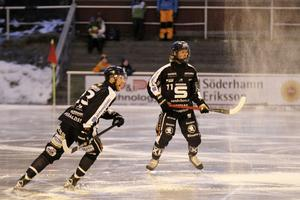 Jesper Jansson fick hoppa in i försvaret när Linus Pettersson blev sjuk.