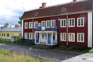 Den stora huvudbyggnaden ska bevaras, enligt Örjan Berglund hos Talliden invest, men då krävs omfattande investeringar i ett nytt tak.