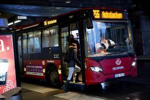 Buss 755 mellan Södertälje syd och Snäckviken kommer att testa elvägen med induktiv strömöverföring är det tänkt.