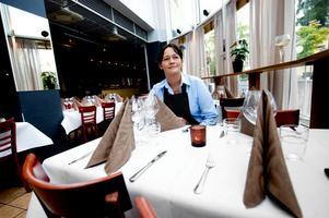 Catarina Olsson, som jobbar både i baren och med servering, hoppas att nyordningen ska bli ett stort lyft för Liljans à la carte-gäster.
