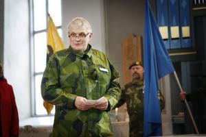 Komminister Markus Frank, för dagen iklädd hemvärnsuniform, ledde bönen och talade om soldatens ansvar.