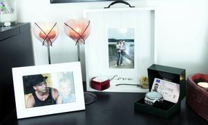 I vardagsrummet har bilderna på Jimmy en hedersplats. Han blev bara 29 år.