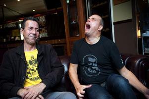Mikael Weinestad och Mikael Solén talar gamla punkminnen från Brülbåjztiden med stor inlevelse.