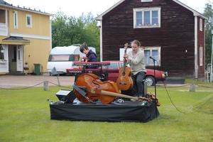 Musikerna Jesper Norberg och Patrik Grundström står för musiken till Sju gånger sju.