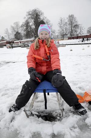 Fiskat förr. Thea Sjöholm gillar att fiska. Kanske det är lite roligare på sommaren trots allt.