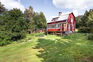 Detta fritidshus i Norbo finnmark i Borlänge kommun är ett av de mest klickade objekten från Dalarna på Hemnet under vecka 36.
