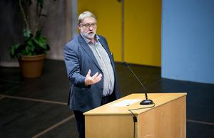 Oppositionsrådet Bo Brännström (L) pläderade för storregioner.