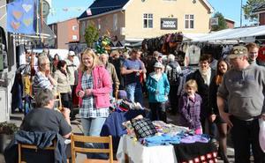 Marknaden inne i Malungs centrum gynnades av fina höstdagar och lockade massor av besökare.