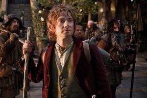 Martin Freeman som den ofrivillige äventyraren Bilbo, som tillsammans med tretton dvärgar ger sig ut i Midgård i jakt på en drakskatt.