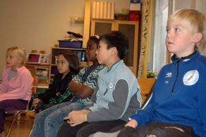 EGNA FÖRSLAG. Eleverna i klass ett och två hade många svar på hur man ska lösa konflikter i skolan.