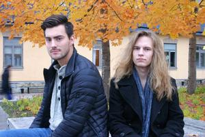 Studiefrämjandets Tony Arnqvist hjälper Jesper Lindgren att anordna