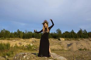 Minnah Karlsson släppte nyligen sin första singel. Den 20 november spelar hon i Hallstavik.