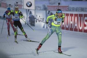 21-åriga Linn Persson körde sin första jaktstart i världscupen och klarade det galant. Ett tag var upp som 31:a efter fullt skytte i liggande. Efter tre bom i stående föll hon neråt, men krigade sedan upp till 38:e och nya VC-poäng.