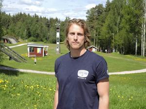 Emil Johansson, IK Jarl Rättvik, tog hem totalsegern i Tour de Ski Kina. Bild på Lisa Svensson saknas.