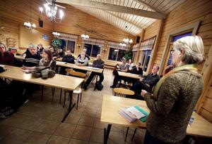 Åsikterna var många och olika under gårdagens möte. Mycket av diskussionen handlade om ersättning för rovdjursdödad boskap och stängselkostnader.
