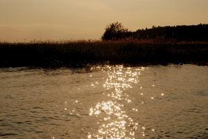 Jag tyckte solen blänkte så fint på vattnet så jag var tvungen att fånga det på bild! Ett riktigt härligt foto på kvällssolen tycker jag.