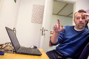 Nicklas Johansson har ansvarat för miniprojektet som från början skulle utforma information till nyanlända – en ambition som svällde till något Sverigeunikt.