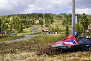 För två år sedan var planerna enormt stora för skidområdet Brattli vid Gäddede. 750 miljoner skulle plöjas ned i området där det skulle byggas 250–300 stugor, en ny släplift och en ny serviceanläggning. Men än saknas detaljplan och de stora ryska investerarna ska enligt projektledaren Ralph Rentzsch dyka upp när detaljplanen är godkänd och klar.