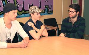 Framtidsplaner. Daniel Norling, Anton Nyberg och Robin Hammar går alla sista året i gymnasiet och samtalar                 med prima om sina planer inför framtiden.