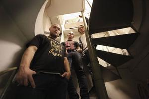 ShrednekK består av Johan Bertmar, Markus Rydstedt och Robin Andersson. 6 december släpps debuten